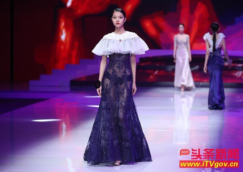2017年中国超模大赛总决赛比基尼美腿性感美女模特透视裸足大长腿露点黑内裤